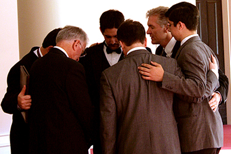 Meeting of the men to pray before the ceremony begins